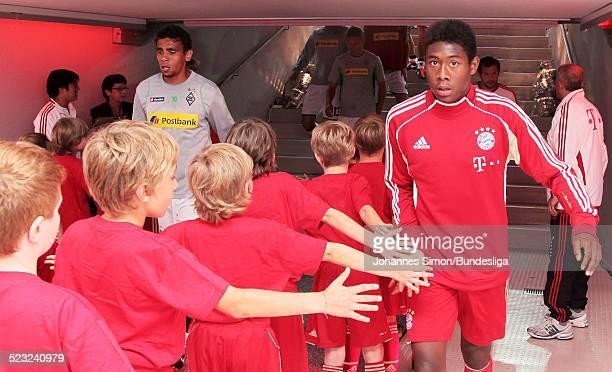 Bayern-Spieler David Alaba wartet im Spieler-Tunnel auf den Start des Bundesliga Spieles zwischen dem FC Bayern Muenchen und Borussia...