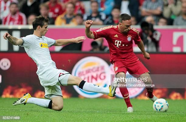 BayernSpieler Franck Ribery und BorussiaSpieler Harvard Nordtveit kaempfen beim BundesligaSpiel zwischen dem FC Bayern Muenchen und Borussia...