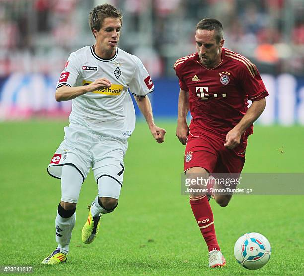 BayernSpieler Franck Ribery und BorussiaSpieler Patrick Herrmann kaempfen beim Bundesliga Spiel zwischen dem FC Bayern Muenchen und Borussia...