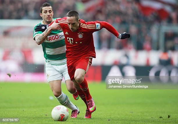 BayernSpieler Franck Ribery und der Fuerther Sercan Sararer kaempfen um den Ball beim Bundesligaspiel FC Bayern Muenchen gegen die SpVgg Greuther...