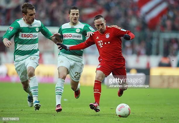 BayernSpieler Franck Ribery und die Fuerther Milorad Pekovic und Sercan Sararer kaempfen um den Ball beim Bundesligaspiel FC Bayern Muenchen gegen...