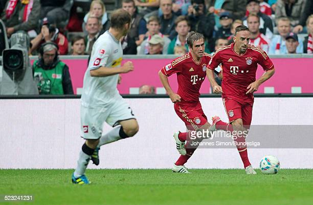 BayernSpieler Franck Ribery und Philipp Lahm und BorussiaSpieler Tony Jantschke kaempfen beim Bundesliga Spiel zwischen dem FC Bayern Muenchen und...