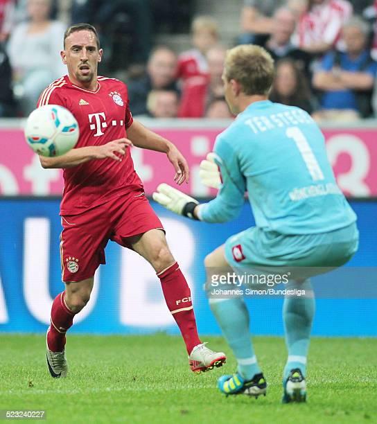Bayern-Spieler Franck Ribery versucht sich beim Bundesliga Spiel zwischen dem FC Bayern Muenchen und Borussia Moenchengladbach am in der Muenchner...