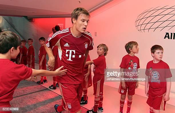 BayernSpieler Holger Badstuber wartet im SpielerTunnel auf den Start des Bundesliga Spieles zwischen dem FC Bayern Muenchen und Borussia...