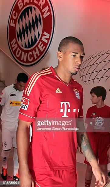 Bayern-Spieler Jerome Boateng wartet im Spieler-Tunnel auf den Start des Bundesliga Spieles zwischen dem FC Bayern Muenchen und Borussia...