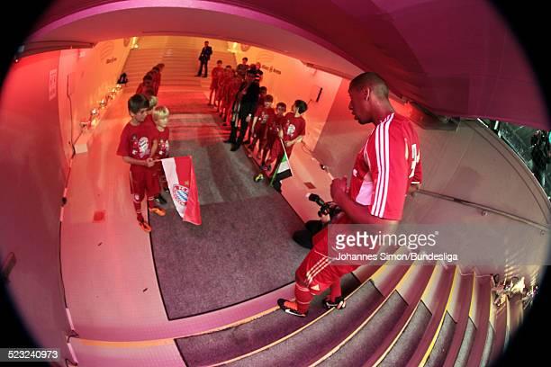 BayernSpieler Jerome Boateng wartet im SpielerTunnel auf den Start des Bundesliga Spieles zwischen dem FC Bayern Muenchen und Borussia...