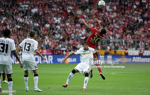 BayernSpieler Luiz Gustavo und BorussiaSpieler Igor de Camargo kaempfen beim BundesligaSpiel zwischen dem FC Bayern Muenchen und Borussia...