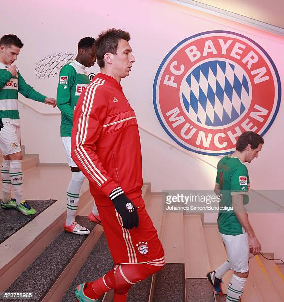 BayernSpieler Mario Mandzukic kommt ins Spielertunnel vor dem Bundesligaspiel FC Bayern Muenchen gegen die SpVgg Greuther Fuerth am 19 Januar 2013 in...