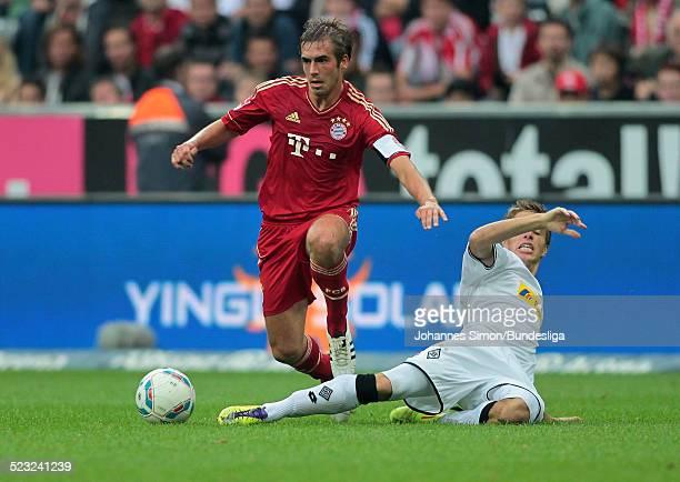 BayernSpieler Philipp Lahm und BorussiaSpieler Patrick Herrmann kaempfen beim Bundesliga Spiel zwischen dem FC Bayern Muenchen und Borussia...