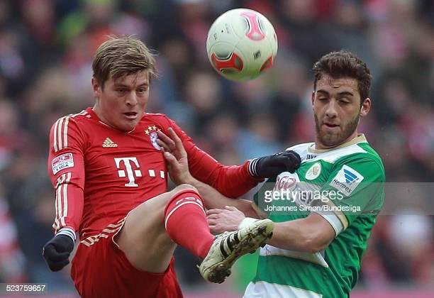 BayernSpieler Toni Kroos und der Fuerther Thanos Petsos kaempfen um den Ball beim Bundesligaspiel FC Bayern Muenchen gegen die SpVgg Greuther Fuerth...