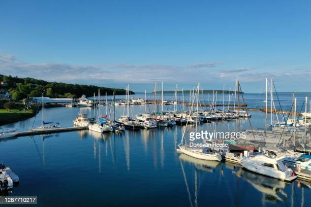 bayfield wisconsin    sailing center on lake superior - vilas_county,_wisconsin stock pictures, royalty-free photos & images