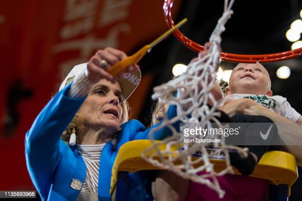 Baylor head coach Kim Mulkey cuts down the net with her daughter and grandson after winning the NCAA Division I Women's National Championship Game...