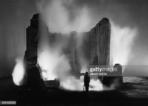 """Bayreuth:opera """"Walkure"""" by Richard Wagner, directed by Patrice Chereau, stage design: Richard Peduzzi- July 1977"""