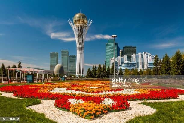 bayterek tower, nurzhol bulvar, astana - カザフスタン ストックフォトと画像