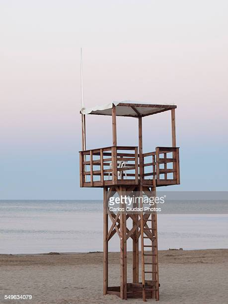 baywatch tower on the beach - peniscola photos et images de collection