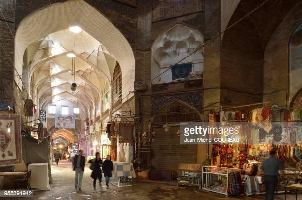 Bazar la nuit, Ispahan, iran.