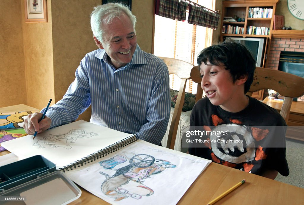 "BRUCE BISPING • bbisping@startribune.com Savage, MN., Thursday, 5/7/2009]  (left to right)   ""ARTHUR"" creator and author Marc Brown and budding artist Connor Gordon (age-11) drew together at the Gordon's Savage home as part of the contest Connor  : News Photo"