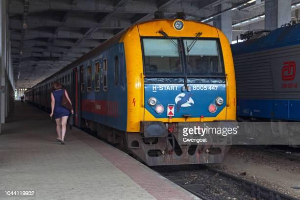 400 de bdt de máv en estación de ferrocarril occidental de budapest - gwengoat fotografías e imágenes de stock