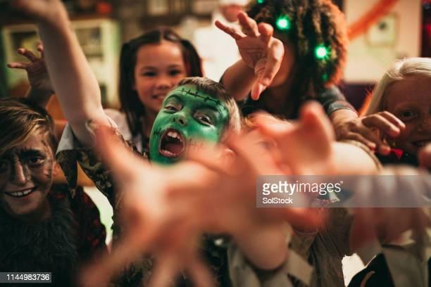 tenha medo, muito assustado! - halloween party - fotografias e filmes do acervo