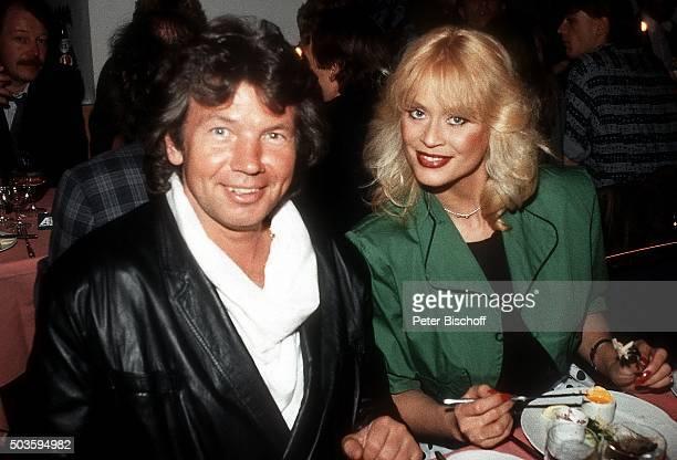 """""""Bea Fiedler, Begleiter, Aftershow-Party nach Deutscher Vorentscheidung zum """"""""Grand Prix 1984"""""""" am in München, Deutschland. """""""