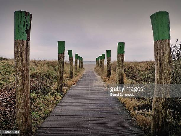 beach access - bernd schunack photos et images de collection
