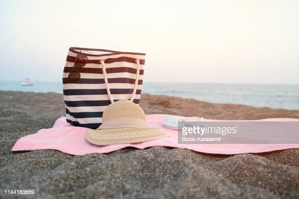 beach accessories close up - 麦わら帽子 ストックフォトと画像