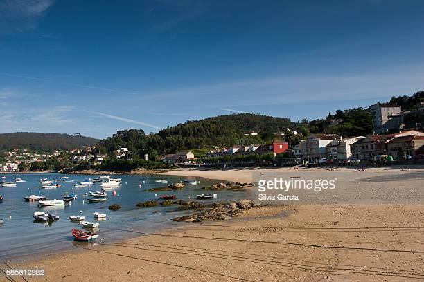 beach and port of beluso, casa de pescadores, bueu, concejo de bueu, comarca del morrazo, rias bajas, pontevedra, galicia - turista stock-fotos und bilder