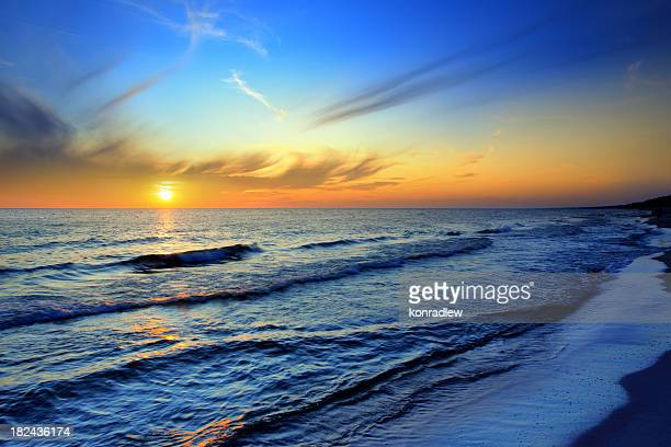 beach and sea sunset - sunset beach stock photos and pictures