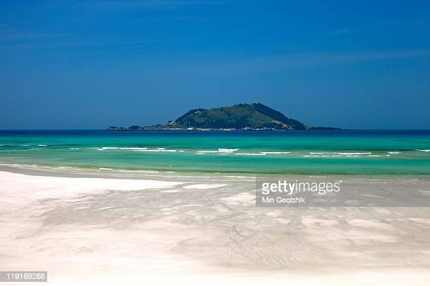 beach and small island - south korea stock pictures, royalty-free photos & images