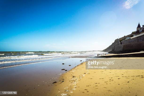beach at arromanches-les-bains, normandy in france - arromanches stock pictures, royalty-free photos & images