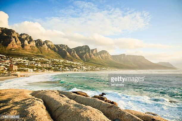 strand des camps bay, kapstadt, südafrika - republik südafrika stock-fotos und bilder