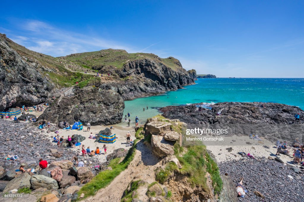 beach at kynance cove ストックフォト getty images