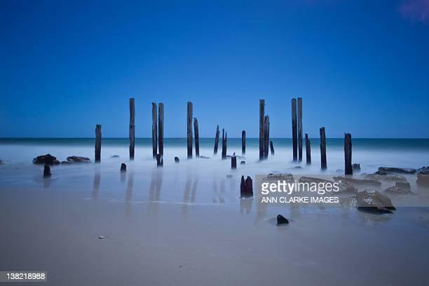 beach at port willunga - ウィランガ ストックフォトと画像