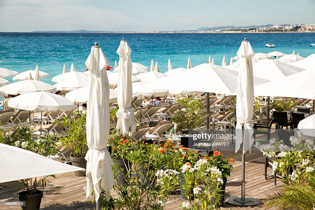 Beach bar with a Flowered terrace. in french riviera : Photo