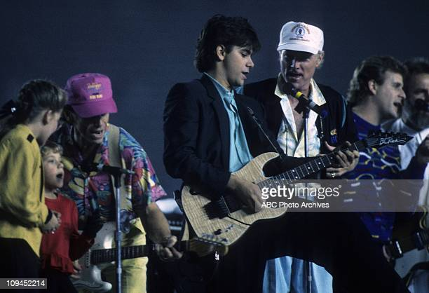CAST WITH MEMBERS OF THE BEACH BOYS L R CANDACE CAMERONJODIE SWEETINAL JARDINEJOHN STAMOSMIKE LOVEDAVE COULIERCARL WILSON