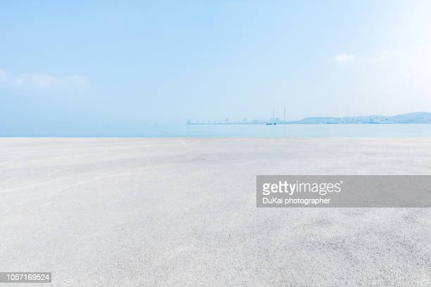 beach car park - horizon over land stock pictures, royalty-free photos & images