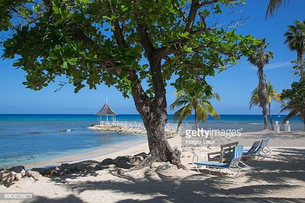 beach chairs and pavillion at half moon resort - jamaica stockfoto's en -beelden