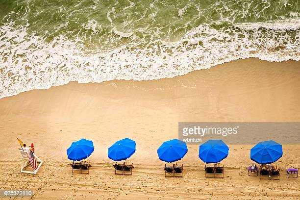 beach chairs, umbrellas and ocean waves - file:myrtle_beach,_south_carolina.jpg stock pictures, royalty-free photos & images