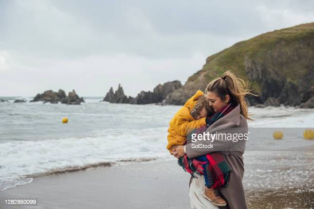 beach cuddles - sunday stock pictures, royalty-free photos & images