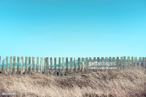 beach fences - josemanuelerre fotografías e imágenes de stock