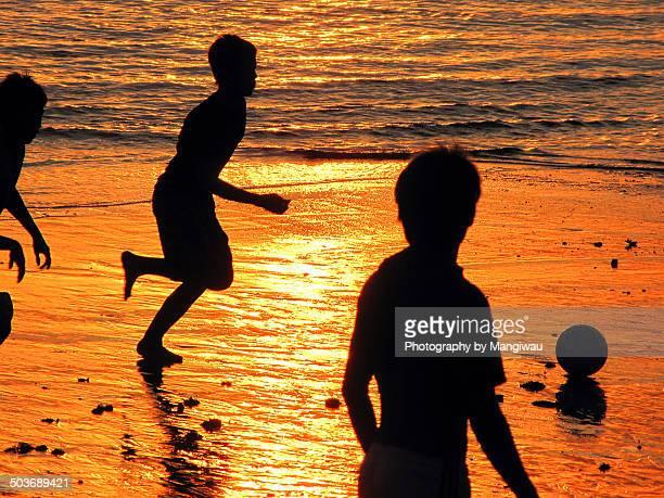 beach football - ビーチサッカー ストックフォトと画像