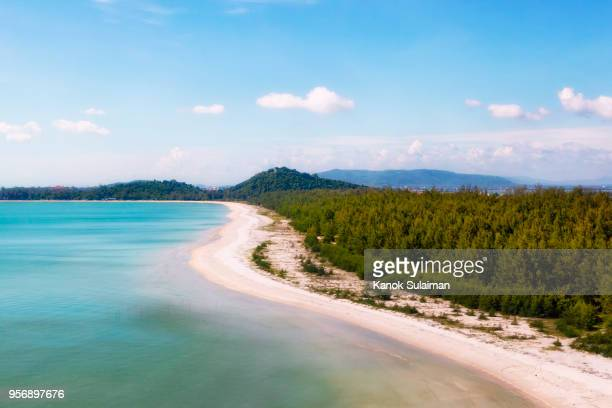 beach from aerial - provincia di songkhla foto e immagini stock
