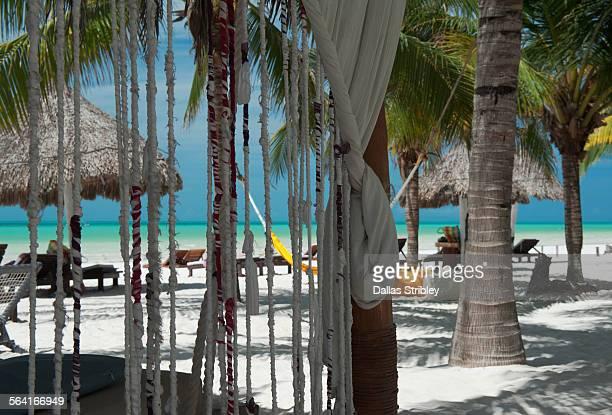 beach front scene on the island of holbox - isla holbox fotografías e imágenes de stock