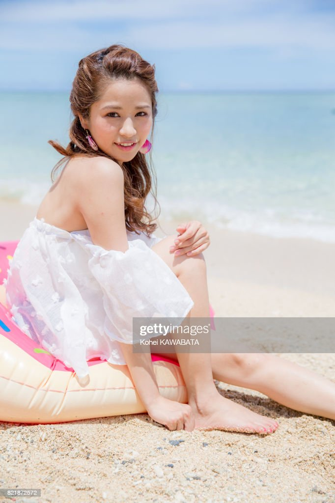 Fille sur la plage : Photo