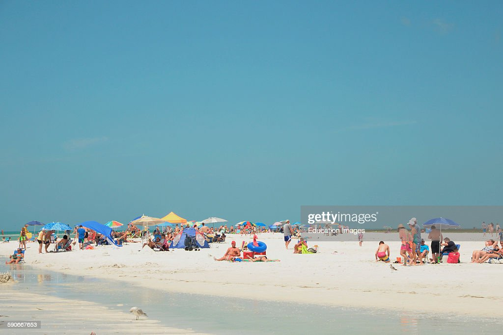 Beach goers and sun worshipers enjoy the sand and the water of Siesta Key Beach : News Photo