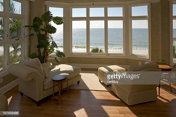 beach house sun room - erker stockfoto's en -beelden