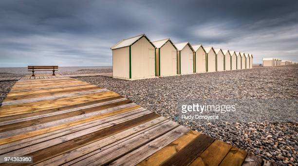 beach houses in a row near wooden pathway, cayeux-sur-mer, somme, picardie, france - オードフランス地域圏 ストックフォトと画像