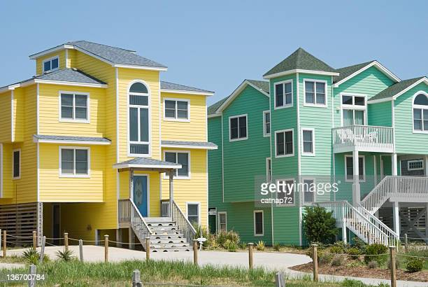 beach houses in bright colors at seaside resort - outer banks stock pictures, royalty-free photos & images