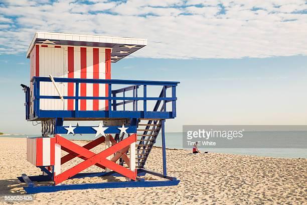 beach hut, south beach, miami, florida - strandwächterhaus stock-fotos und bilder