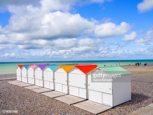フランスのソンムのル・トレポールのビーチ・ハッツ - ソム ストックフォトと画像
